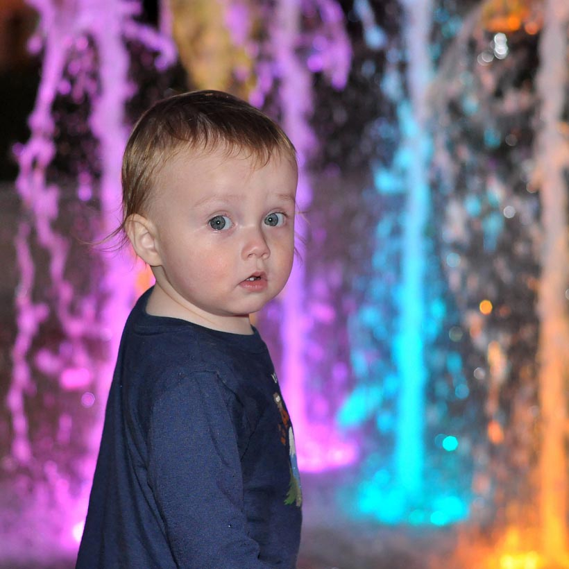 Foutain night kid_square